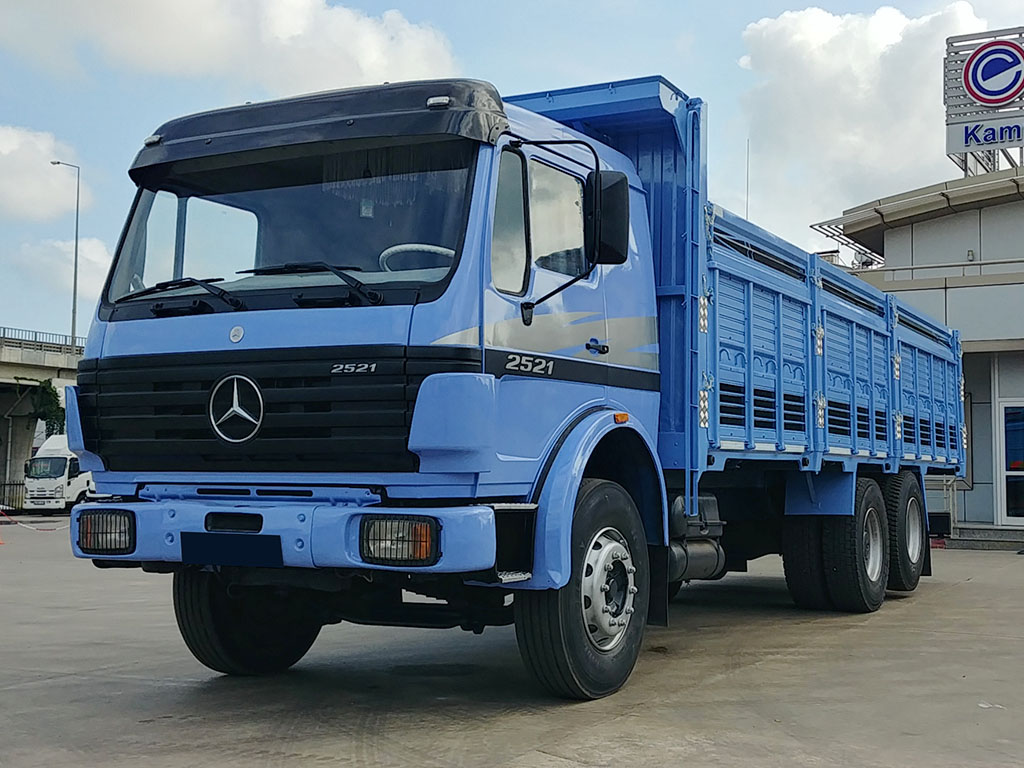 2000 MODEL MERCEDES BENZ AXOR 2521 - WOODEN CASE