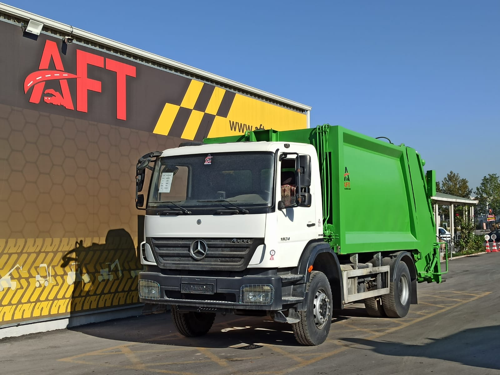 2011 MODEL MERCEDES AXOR 1824 E4 4X2 GARBAGE TRUCK